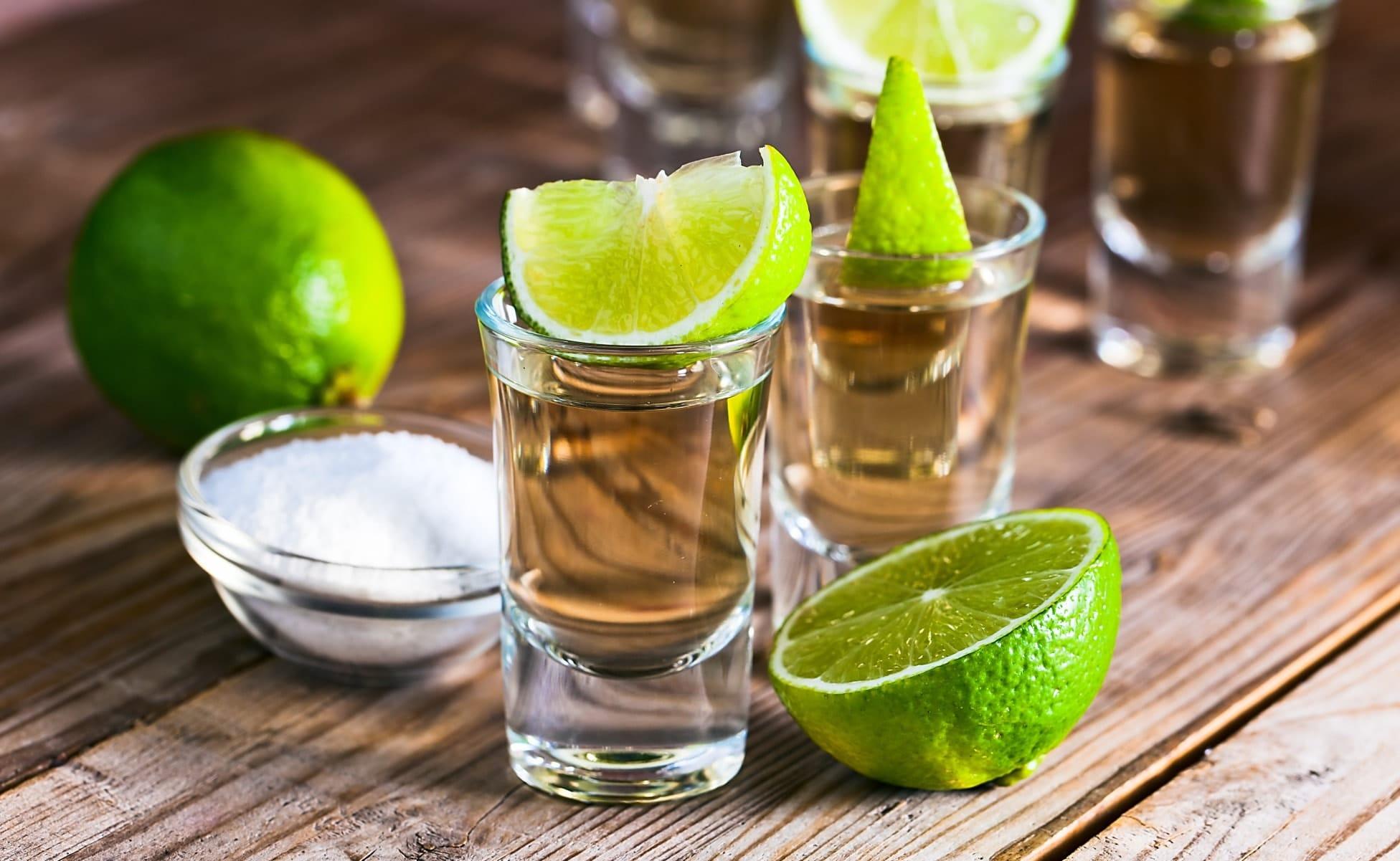 Tomar caballito de tequila