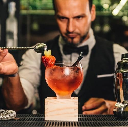 bartender en el bar