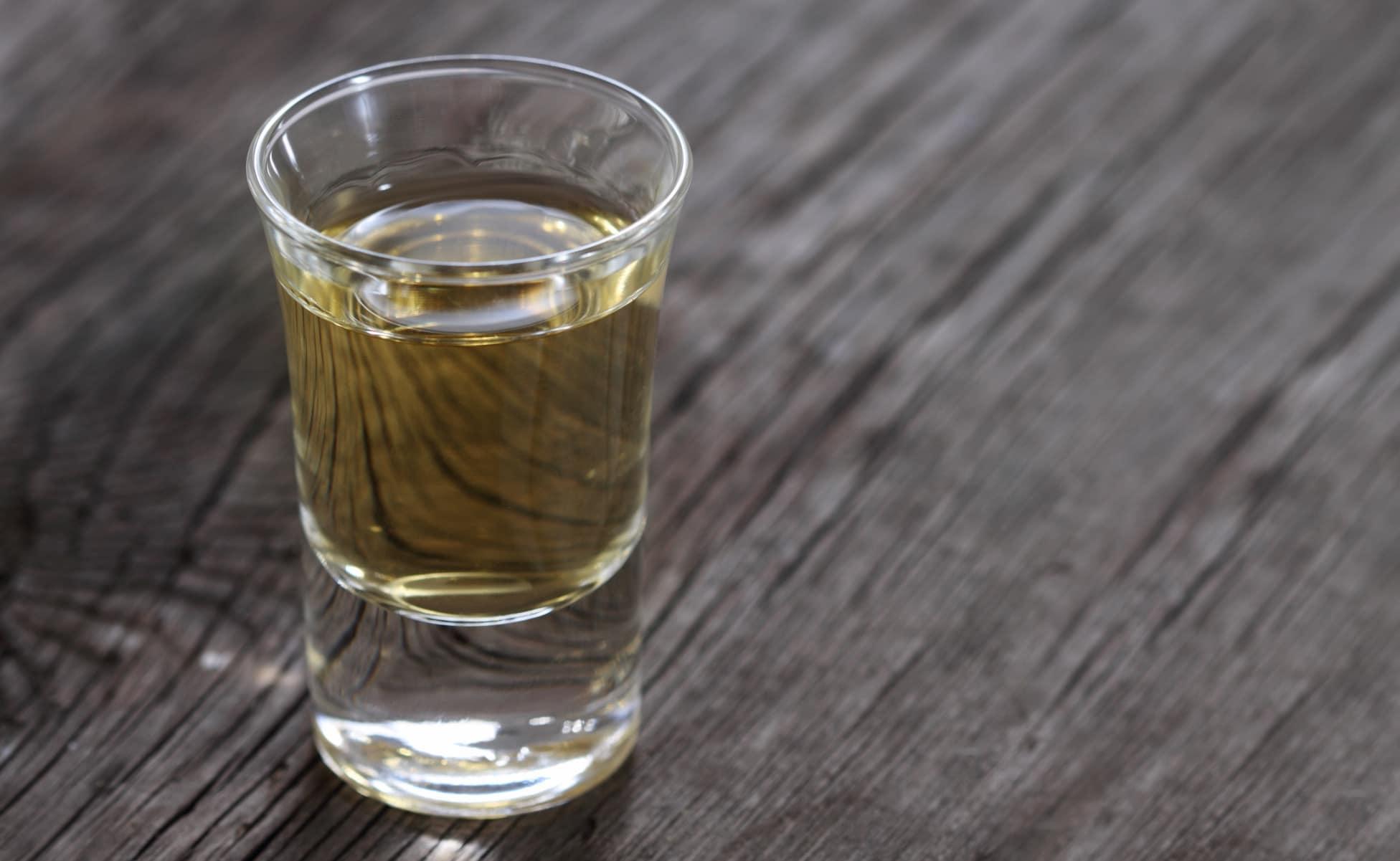 tequila en vaso